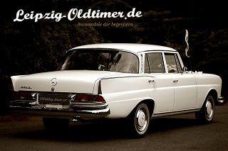 Mietwagen Mercedes-Benz W111 230S Große Heckflosse Baujahr 1964